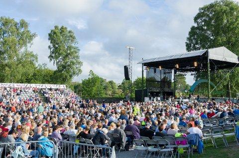 ALLSANG: Rådmannen vil  sikre fortsettelsen til TV-programmet Allsang på Grensen.