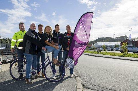 FORBEREDT: Disse har ordnet med forberedelsene til Ladies Tour of Norway. Lars Jargvoll (f.v.),Thor-Ole Nilsen, Roy Moberg, Gry Moberg, Sondre Sørtveit og Tore Listou.