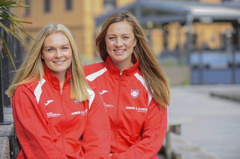 GLEDER SEG: I kveld starter alvoret for Halden HKs eliteseriedamer. Pernille Wang Skaug (tv) og Thea Emilie Berg gleder seg.