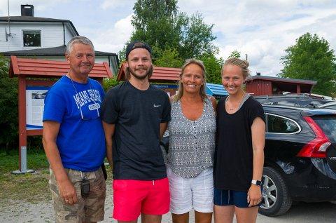 Per-Gunnar Andersen(f.v.), Kasper Elias G. Andersen, Kathrine Garder Andersen og Nicoline Garder Heen, familien som er glad i å gå tur.