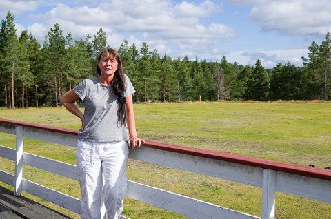 GLAD I TORPEDALEN: Monica Otte Nohr er sekretær i hundeklubben, og fortviler over å miste plassen klubben har holdt til i 50 år.