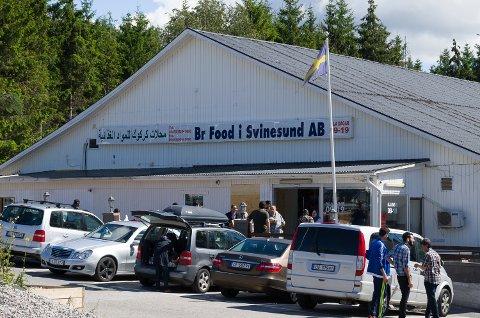 Dagligvareforretningen  BR Food AB har spesialisert seg på matvarer fra balkan og midøsten. Hver helg kommer det opp til seks busslaster med folk som vil handle.