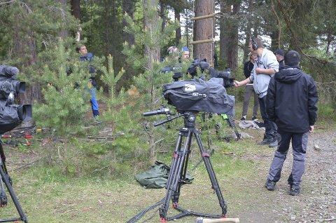 TV-OPPTAK: Opptakene til Klatrekampen pågår i disse dager på Domkirkeodden. Her er TV-crewet fra Fabelaktiv i gang med innspillingen. Foto: Casper Lochert