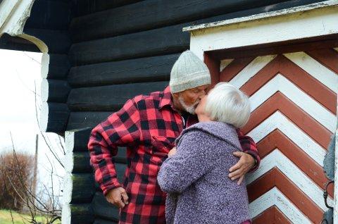 Gunnar Kvalnes og Karin Vikøren. Kvalnes sel garden med hundepensjonat