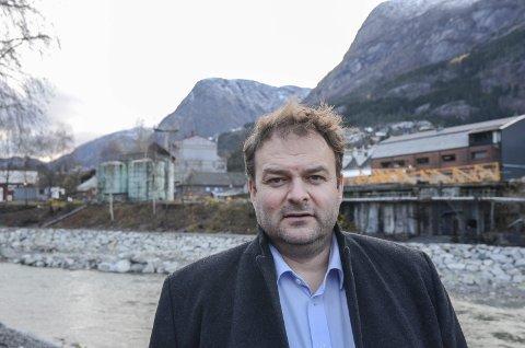 Ordførar Roald Aga Haug kjem med nytt framlegg i debatten om flaumtunnel eller flaumluker i elva Opo i Odda. Arkivfoto: Ernst Olsen