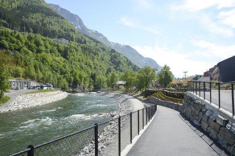 Et flertall i Odda kommunestyre stemte for innstillingen fra formannskapet, som langt på veg støtter flomtunnel med kraftverk. Enkelte politikere har i ettertid stilt spørsmål til voteringsorden.