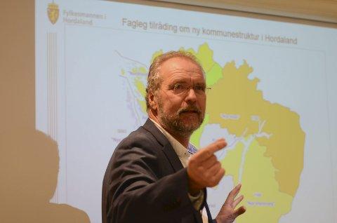 Statsforvaltar Lars Sponheim på ein pressekonferanse om kommunesamanslåing i 2017. Arkivfoto