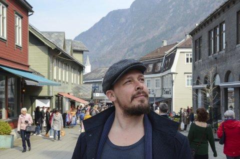 Bytter kostyme: André Søfteland og Dei elendige rocker påsken inn på Iris Scene. Foto: Ernst Olsen