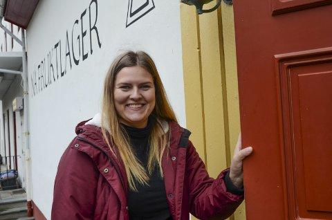 Startar eige verksemd: På nyåret opnar Eline Janet Eide frisørsalong på Nå. Foto: Mette Bleken