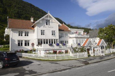 Utne hotel: Eierne er i dialog med eventuelt nytt vertskap og er åpne for salg av det historiske hotellet som kan feire 300-årsjubileum i 2022.Arkivfoto: Eli Lund