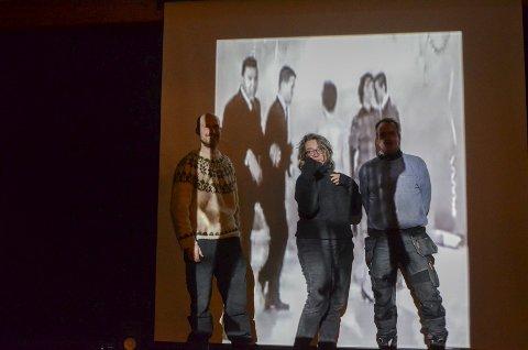 Krumtappar: Øystein Fjeldbo, Line B. Iversen og Torfinn K. Hus monterer utstillinga og var villige til eit ørlite dansestunt med film som bakgrunn.  foto: Mette Bleken