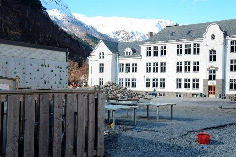 Odda barneskole: Skolen i Odda skal etter planen åpne for alle klassetrinn onsdag 13. mai. Arkivfoto: Ernst Olsen