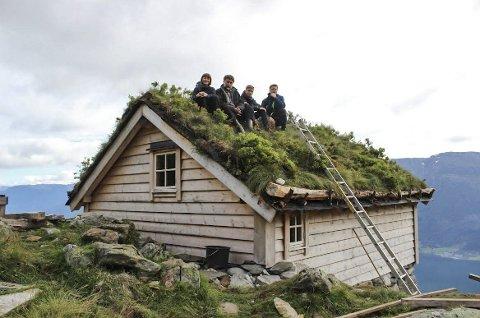 Selet i Håedal i dag: Familien  Askeland/Kambestad ved fire  av seks: Olaug, Ove, Olav Simon og Amund.    Alle foto frå Håedal: Privat