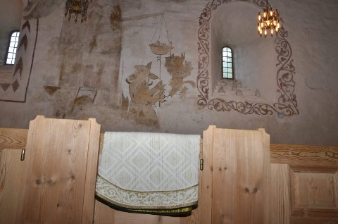 Kinsarvik kyrkje: Detalj frå interiør og messehakel.