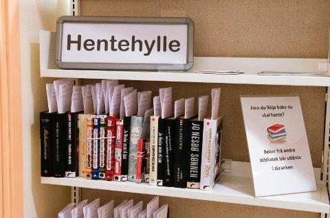 Kundene ved Tysvær bibliotek er glade i krimromaner.