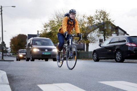 PASS PÅ: Så lenge du sykler i veien, følger du samme regler som bilistene.