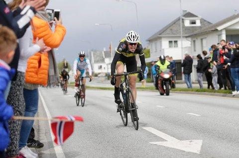 INNSPURTEN 2017: Slik så det ut da Arne Kalland Olsen spurtet inn til seier i Sør-Karmøy Rundt i 2017.