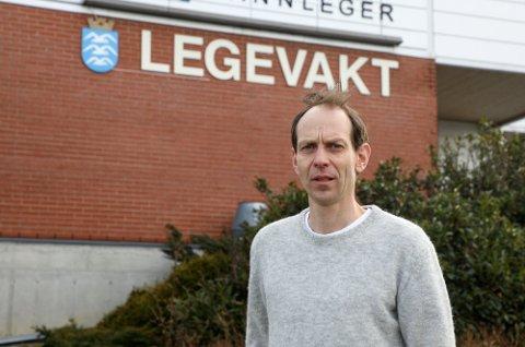 GÅR RIKTIG VEI: De lave smittetallene fortsetter lørdag morgen. Kommuneoverlege Jostein Helgeland oppfordrer folk til å teste seg.