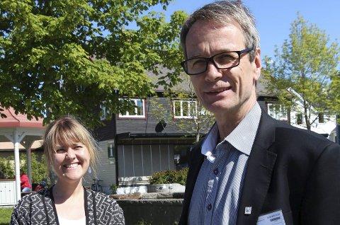 Første visitt: Jan Myhre i Statsbygg er ny prosjektleder for nytt bygg for Brønnøysundregistrene. Mandag var hans første besøk i Brønnøysund her sammen med assisterende prosjektleder Kine Carlsen. Foto: Hildegunn Nielsen Tjøsvoll