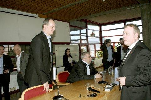 Ap-kritikk: Ketil Solvik-Olsen (Frp) sammen med partifellene Bård Hoksrud og Bjørn Larsen (Vefsn Frp) under et møte i 2014. Foto: Rune Pedersen
