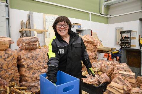 ARBEIDSGLEDE: Elisabeth Larsen er ei storkoser seg på dagsenteret i Hattfjelldal.