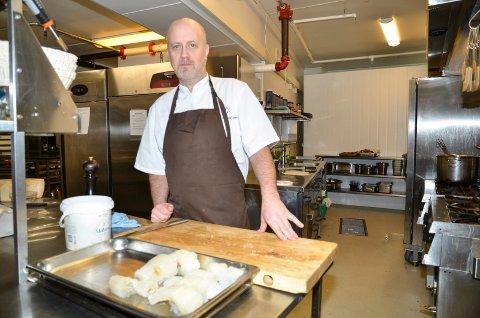 FRU HAUGANS:  Kokken, Odd Arne Eiterjord, har følgende anbefaling for en perfekt lutefisk: La den stå med litt salt i fire-fem timer. Sett den deretter på et brett med folie over inn i ovnen på 250 grader. Ta den ut etter rundt 15 minutter, kanskje litt mindre hvis du har lite fisk på brettet.