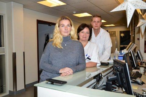 TILLITSVALGTE:   Hanne Marte Drevvatn (fra venstre) er hovedtillitsvalgt for sykepleierne i Norsk sykepleierforbund ved sykehuset.  Elin Pettersen intensivsykepleier og plasstillitsvalgt ved intensivavdelinga og Andreas Bergquist, tillitsvalgt i Yngre legers forening ved sykehuset.