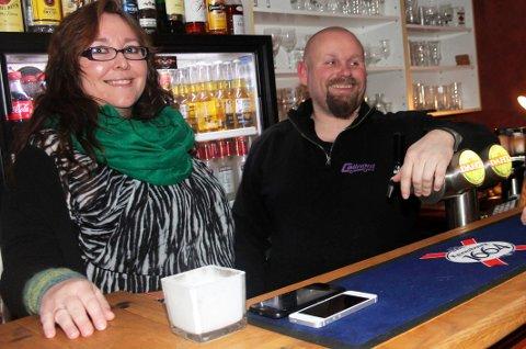 Lise Solheim og Cato Andreassen driver Lokal'n i Mosjøen.  Bildet ble tatt da de tok over drifta.