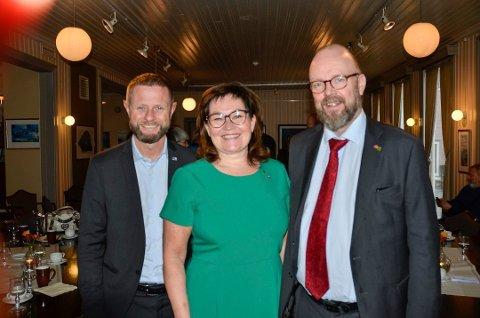 Ordfører Geir Waage (Ap) og varaordfører Anita Sollie (H), her sammen med helseminister Bent Høie.