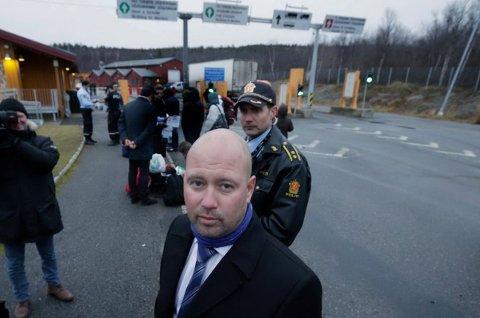 OMBESTEMTE SEG: Justisdepartementet ville holde Storskog-rapporten unna offentligheten, men snudde etter iFinnmarks avsløring. Bildet er fra justisminister Anders Anundsen (Frp) sitt besøk på Storskog i oktober.