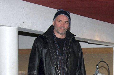 – Jeg kaller det å være ute på handletur på natta, og glemme og betale, sier butikkeier Jonny Henriksen.