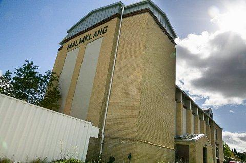 MALMKLANG: Den gamle kulturstorstua i Sør-Varanger er et monumentalt bygg. Nå skal det undersøkes hva bygget kan brukes til.
