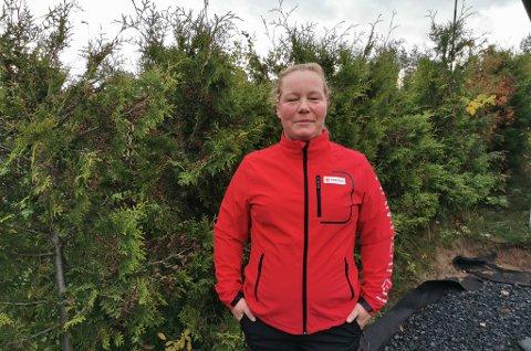 HJELPER TIL: Linda Duurhuus og Røde Kors i Hammerfest.