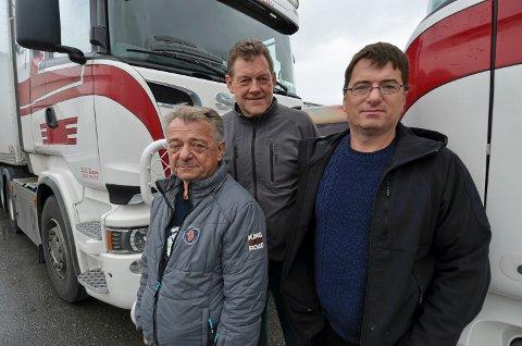 FISJONERER: Leiv Sand Transport AS fisjonerer ut et nytt selskap, som foreløpig er uten navn. Fra venstre: Styreleder Leiv Morten Sand, styremedlem Jorulf Guttorm Lello og daglig leder Arild Sand.