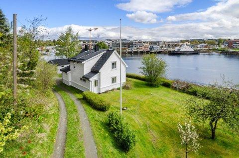 ETTERTRAKTET: Denne eiendommen ved Sundet har en prisantydning på 5,5 millioner.