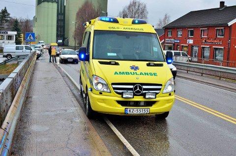 Utfordringer: Også ambulansene rammes når mobilnettet faller ut. Da må ambulansepersonellet manøvrere seg fram ved hjelp av manuelle kart.Illustrasjonsfoto
