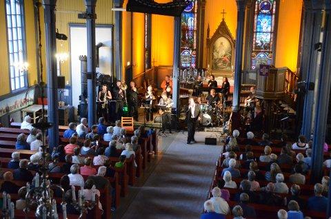 HALLELUJA: For The Heart Band skapte halleluja-stemning under åpningen av Aurskogmart'n.