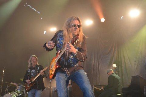 ROCK'N ROLL-KONTROLL: Brødrene Aslag (t.v.) og Lars Håvard Haugen og resten av Hellbillies befestet Blaker skanse med glødende rock'n roll fredag. Alle foto: Roger Ødegård