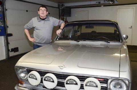 BLANKPUSSET NOSTALGI: Knut Arild har mange timer bak rattet i Opel Kadett 1100 SR, 1969 modell.Foto: Jarle Pedersen