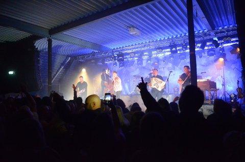 FULLT HUS: Staut trakk fullt hus under Bjørkelangen Musikkfestival i helga. Neste år kan festivalen bli flyttet til juni. FOTO: JARLE PEDERSEN