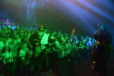 NOSTALGI: Bjørkelangen Musikkfestival hadde suksess med 90-tallsshowet i Bjørkelangen Sportshall i år. I 2020 blir det 2000-party.