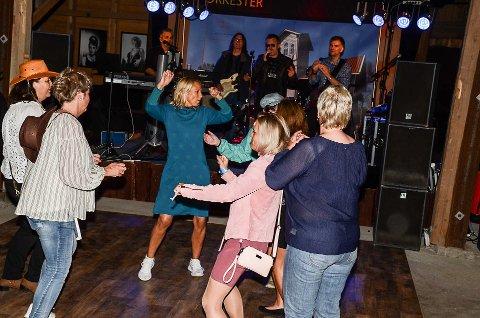 TENKER PÅ REFRENGET: I sommer ble det som kan bli tidenes siste Club Viggo-fest arrangert - i låven på Eidsverket.