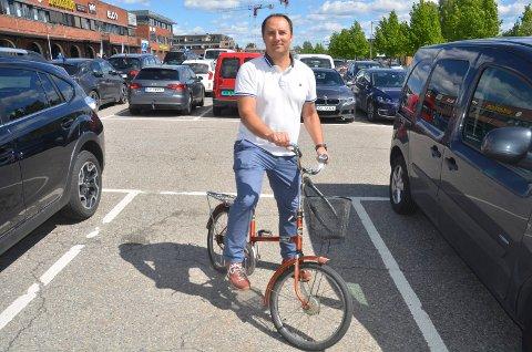 VIL HØRE FOLKEMENINGEN: Aps Sten Magne Berglund er interessert i å høre Sørumsands innbyggeres mening rundt parkeringstematikken i sentrum.FOTO: ROGER ØDEGÅRD