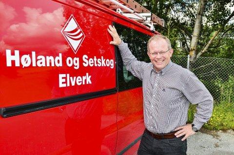 SPREK JUBILANT: Elverksjef Geir Rismyhr kan ta fram sitt bredeste smil. Høland og Setskog Elverk er en vital og sprek 100-årsjubilant.
