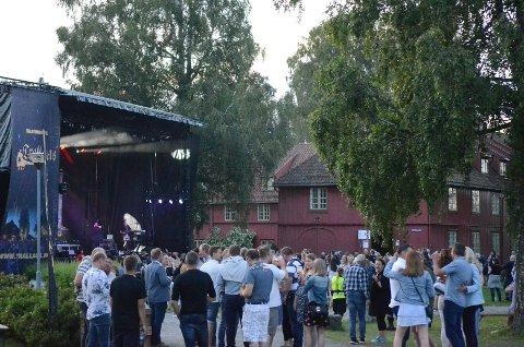 GLISSENT: Stemningen var god blant de som var der, men tilskuerne var for få under årets Trallaus-festival på Blaker Skanse. ALLE FOTO: JARLE PEDERSEN