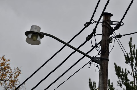 SAVNER LYS: Mørke og ødelagte pærer skaper frustrasjoner hos innbyggerne.