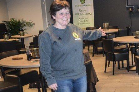 ETT HVILEÅR: Anita Kopperud har arbeidet dugnad ved hver eneste hallfest i Aurskoghallen de siste 20 årene. I 2020 bevilger ildsjelen seg et hvileår.