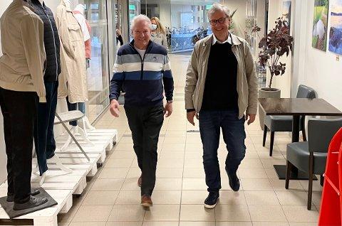 VITALE RINGREVER: Frank Johansen (t.v.) og Arne Gregersen i Seniorvikarene er begge 67 år. Kompisene mener fortsatt de har mye å gi i arbeidslivet. Nå ønsker de å hjelpe andre godt voksne med å få seg jobb.