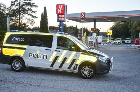 Knivranet på bensinstasjonen utløste en stor politiaksjon og kort tid etter ble den unge gjerningsmannen pågrepet på Aursmoen. Arkivfoto: Roger Ødegård