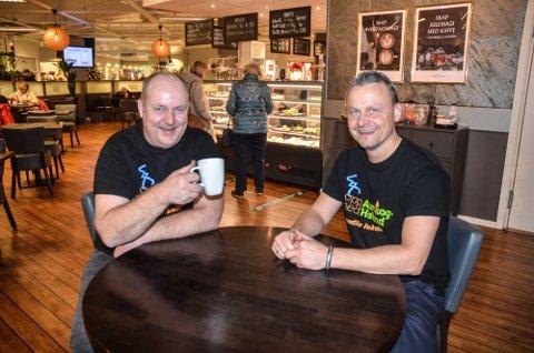 KOMMER TILBAKE: Eierne Knut Roger Grøtli (t.v.) og Anders Fjeldstad gleder seg over at Kaffeskvetten har fått mange stamgjester.